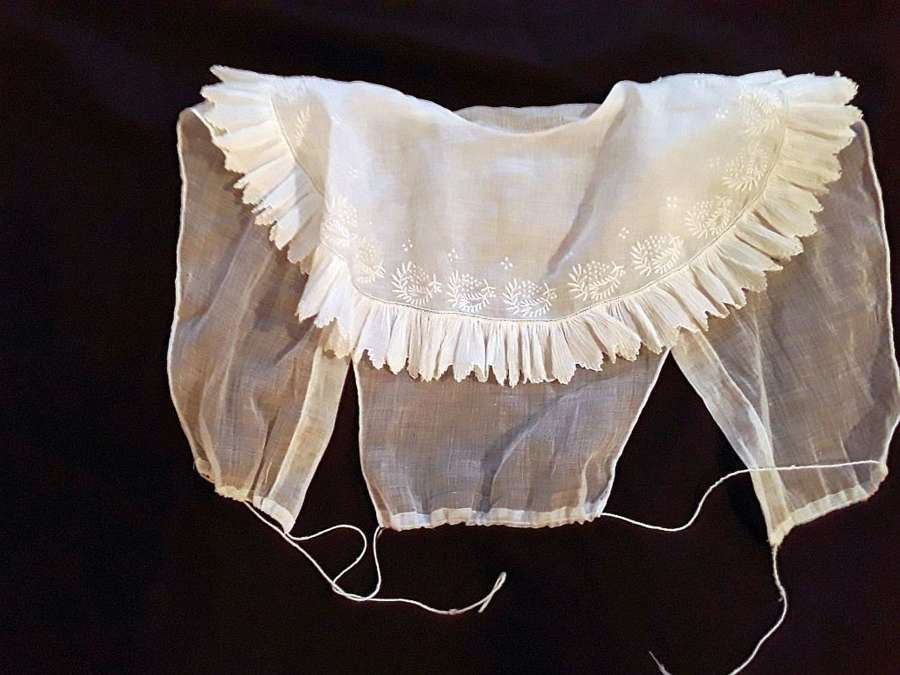Beautiful early 19th centry fine muslin chemisette. French ca.1820