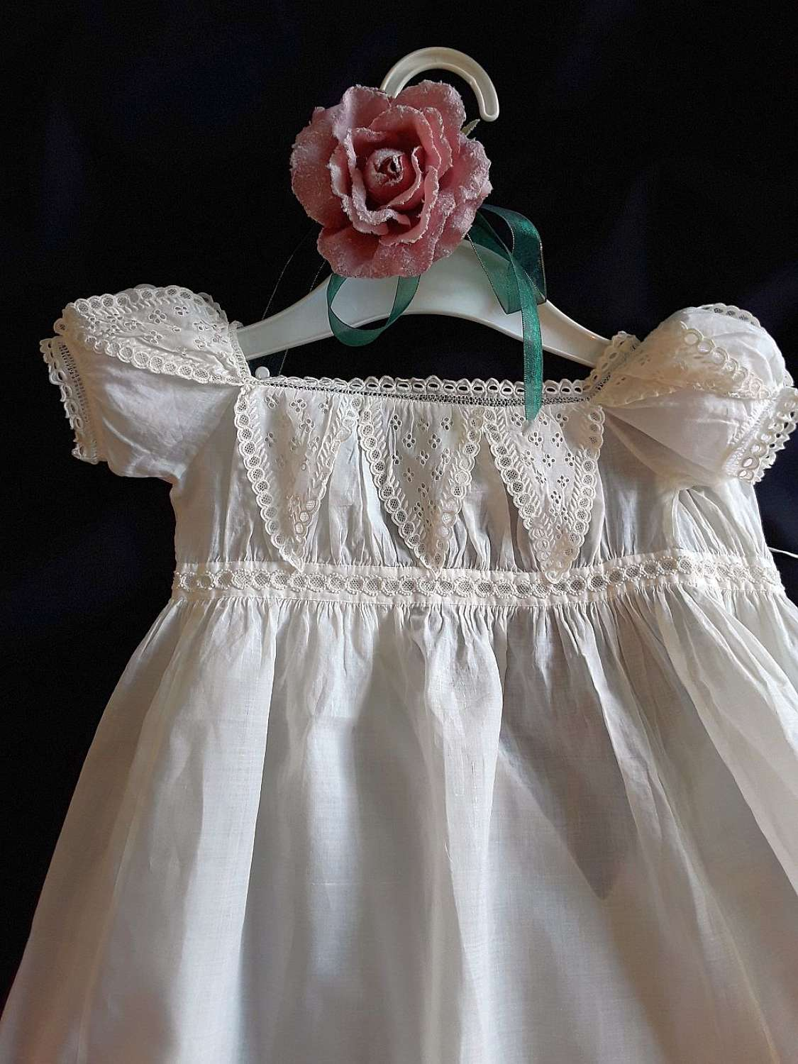 A pretty Regency baby gown in cotton. English 1820s