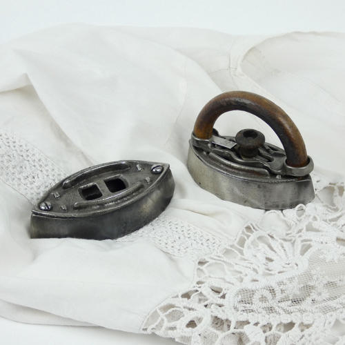 Mini Iron with Detachable Handle