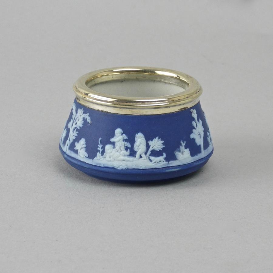 Small Wedgwood salt pot