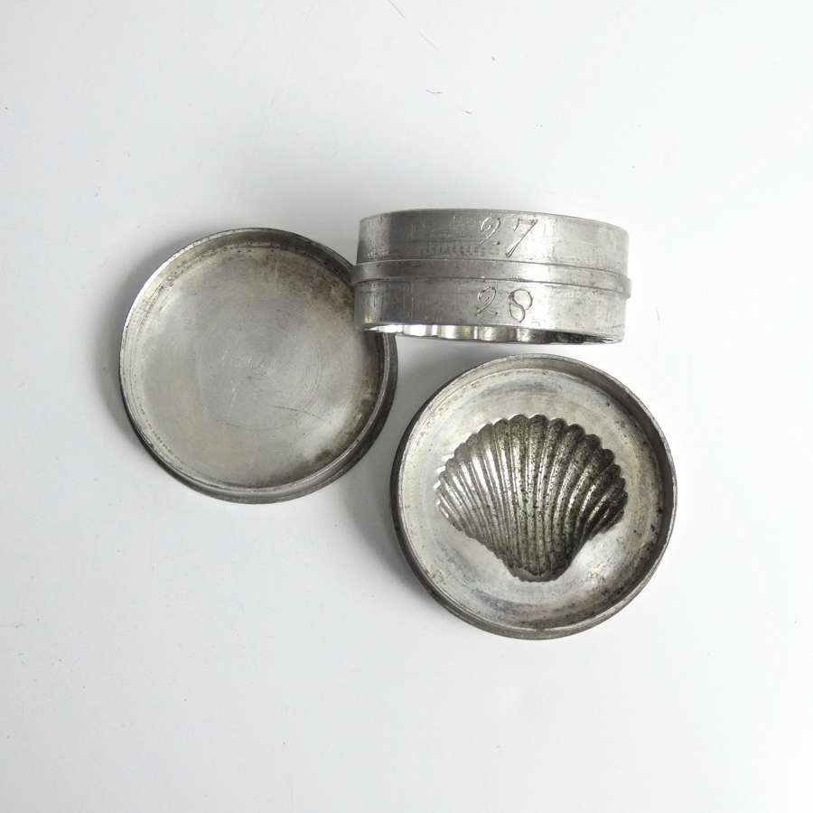Rare, pewter, shell topped mould