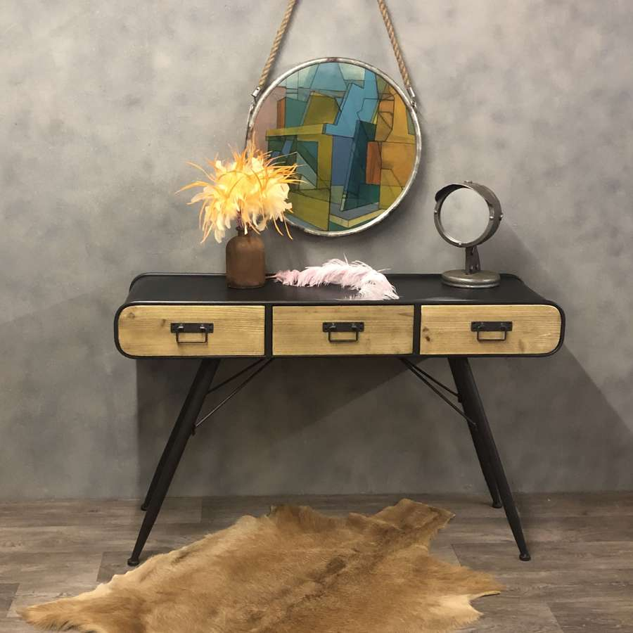 Industrial style dressing table. Metal and wood.