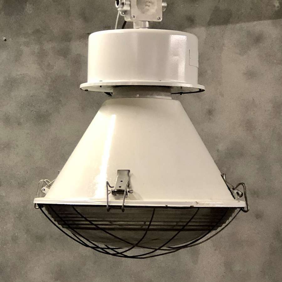 Industrial pendant light white