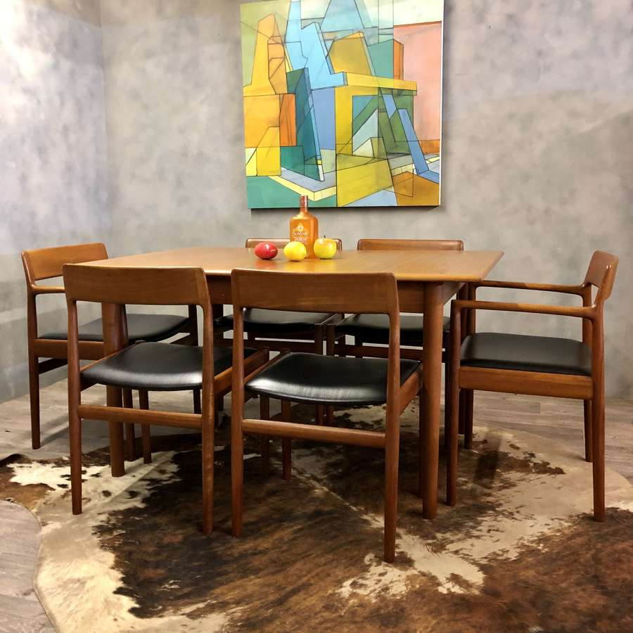Dalescraft midcentury table seats 8
