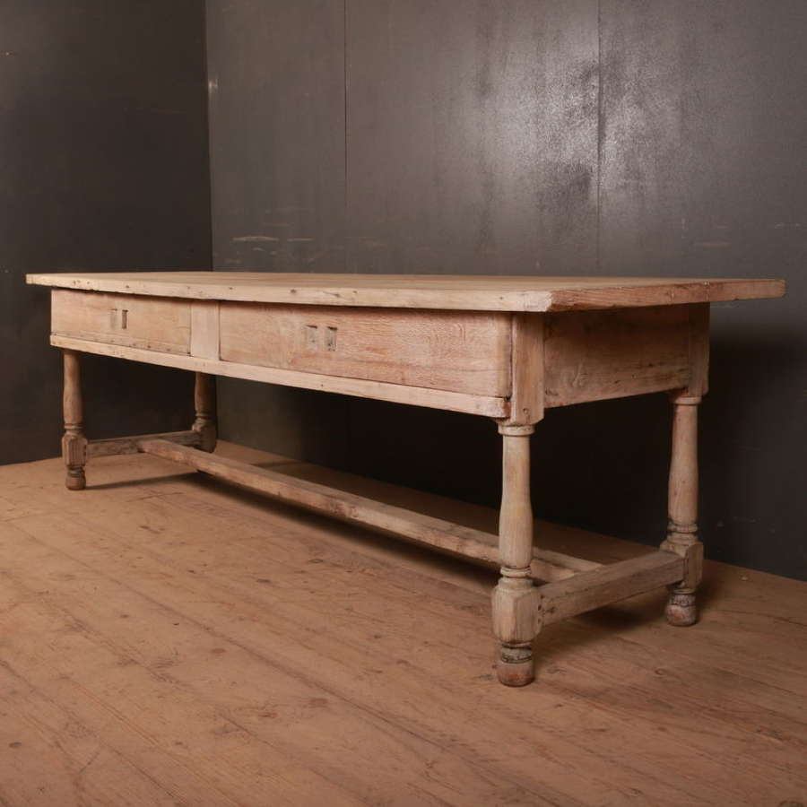 French serving table