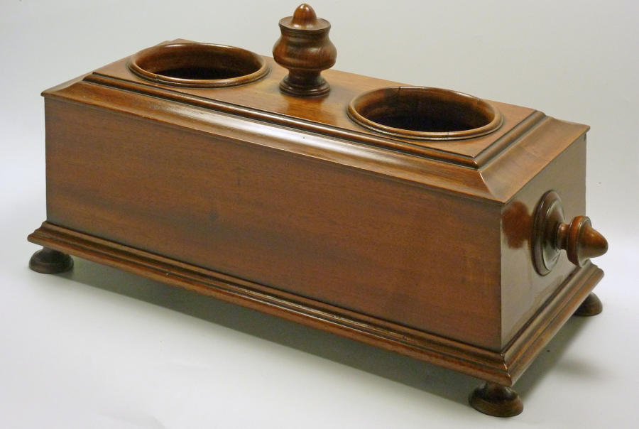 6503 A Georgian mahogany double bottle holder