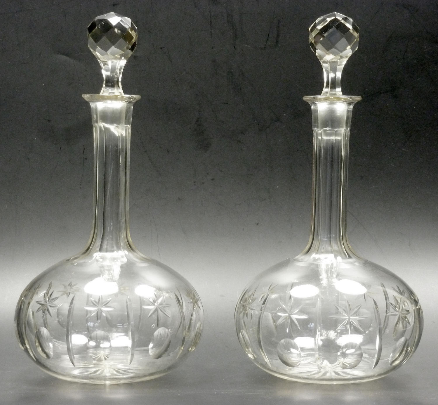 6562 A pair of Victorian shaft-and -globe decanters
