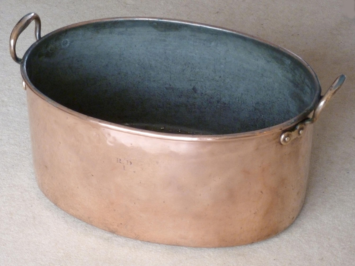 5134 An oval copper braising pan (or wine cooler if you prefer!)