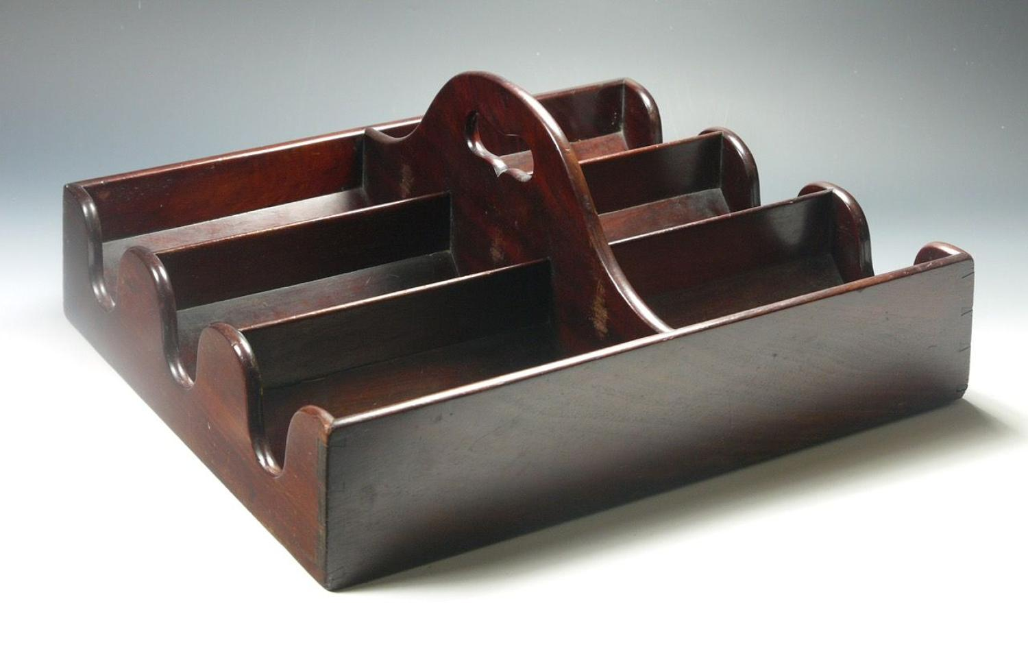 A Georgian mahogany bottle tray