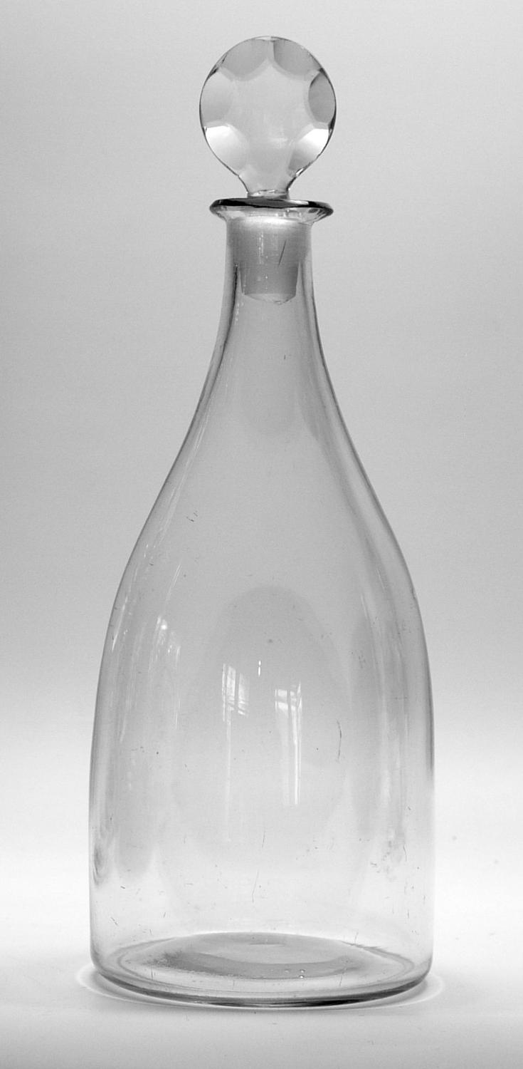6596 ~ good plain taper decanter with a scalloped disc stopper