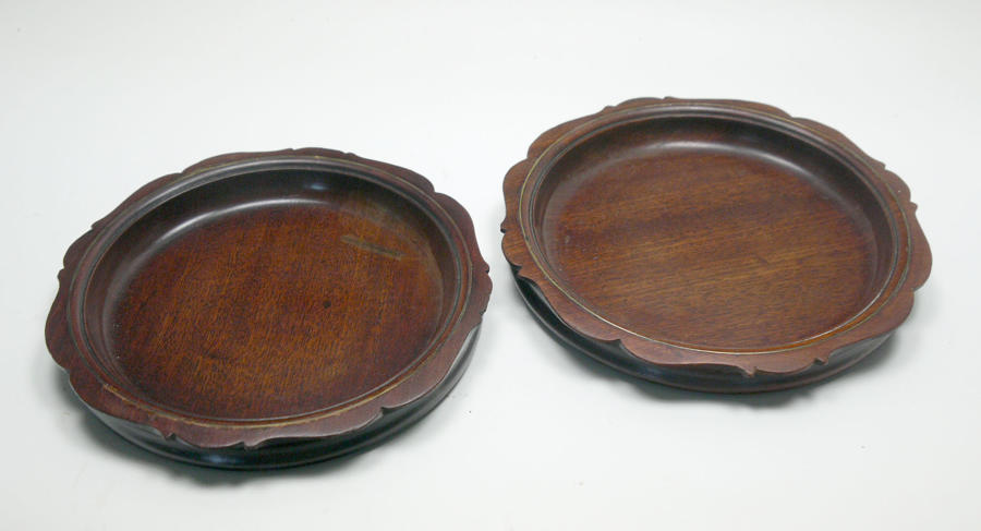 6602 A fine pair of Georgian brass-inlaid mahogany coasters
