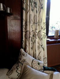Art & Crafts Curtains to Brighten this Entrance Room