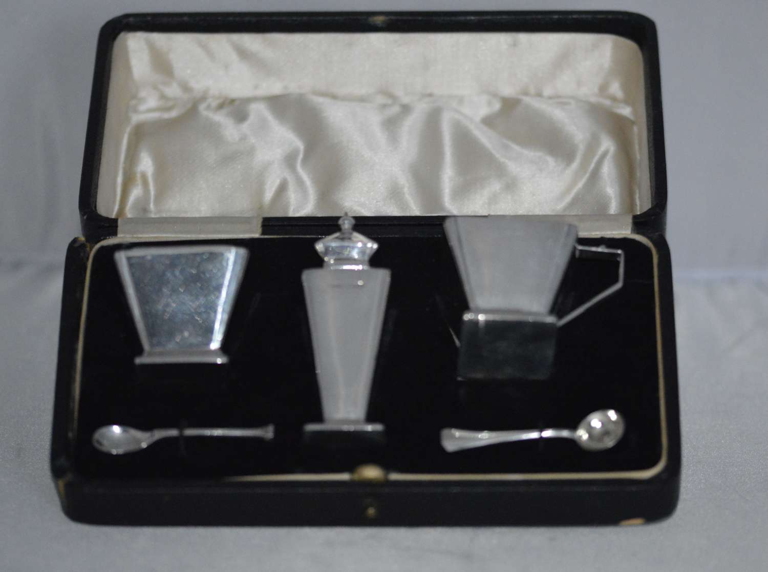 A stylish Cased Art Deco silver condiment set, H Quibell & Son, Birmin