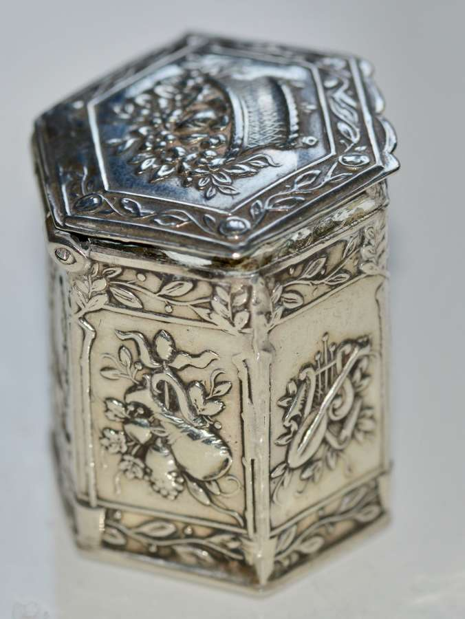 1906 Solid Silver Pill Box - Art Nouveau by Edwin Thomas Bryant