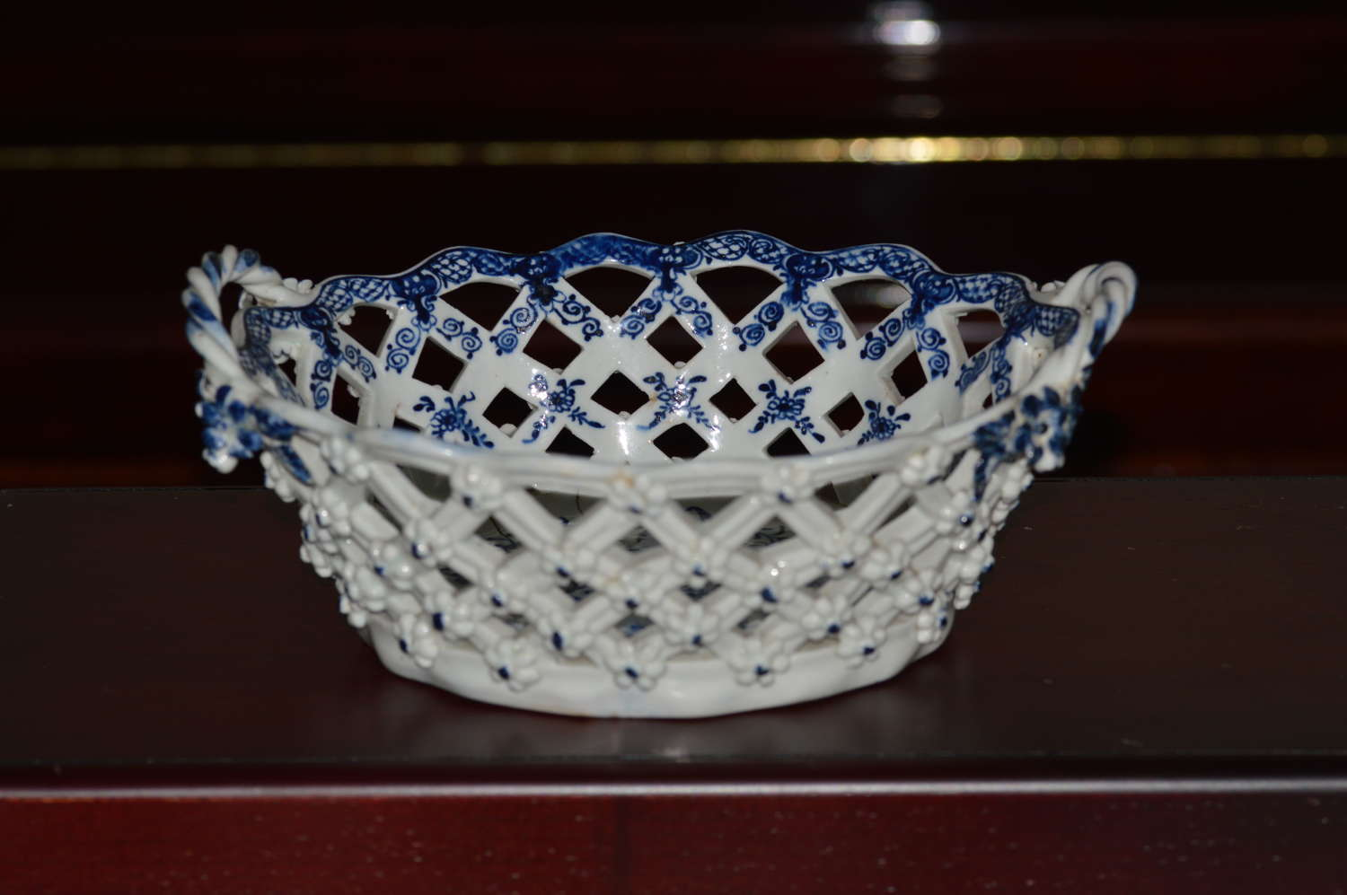 A delightful Lowestoft, porcelain blue and white 'Fir Cone Pattern' ba