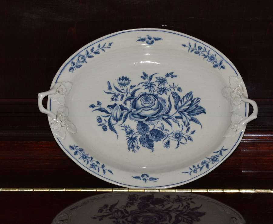 18th century First Period Worcester twin-handled dish