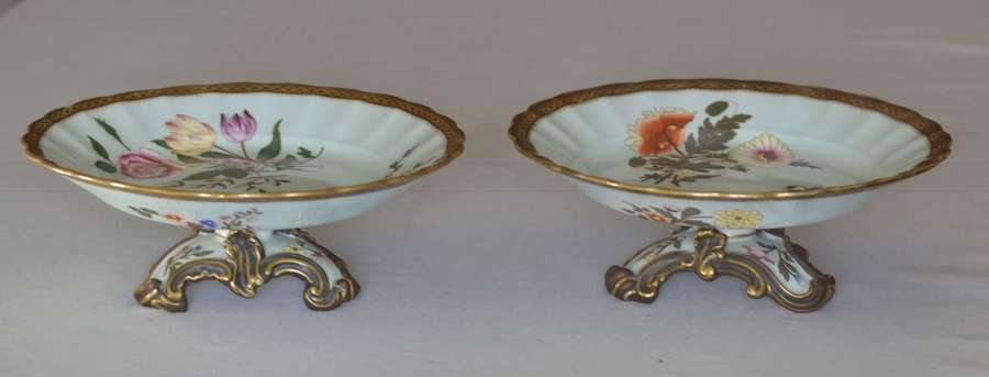 A Stunning Pair 1885 Royal Worcester Porcelain Pedestal Dishes / Tazza