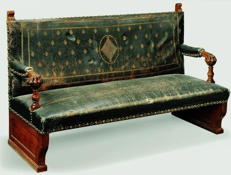 C19th Italian walnut hall seat