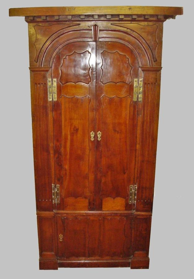 Georgian Irish yewwood standing corner cupboard