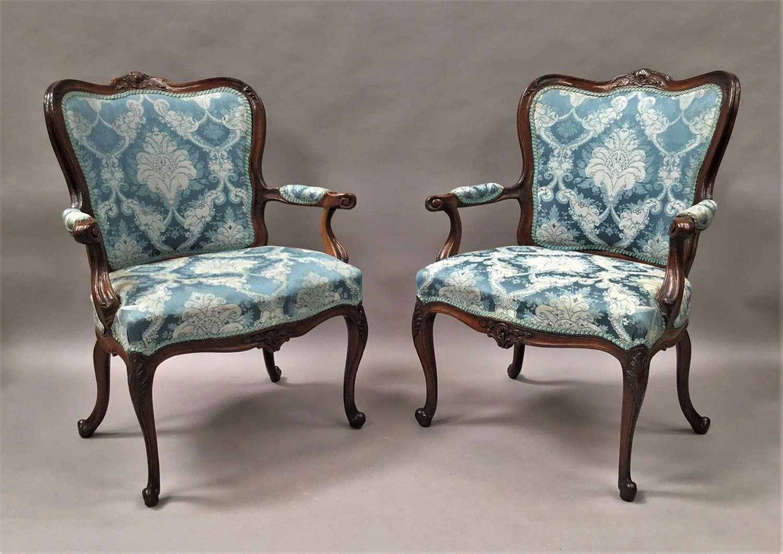 C18th Italian pair of walnut open armchairs