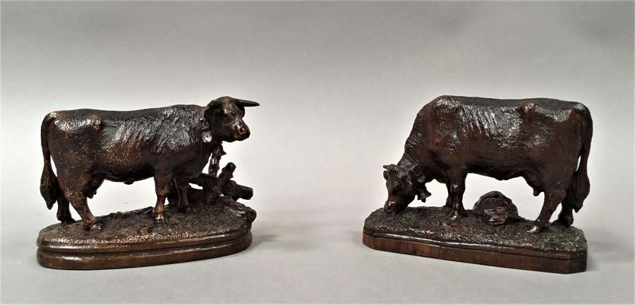 Late C19th pair of carved Black Forest cows