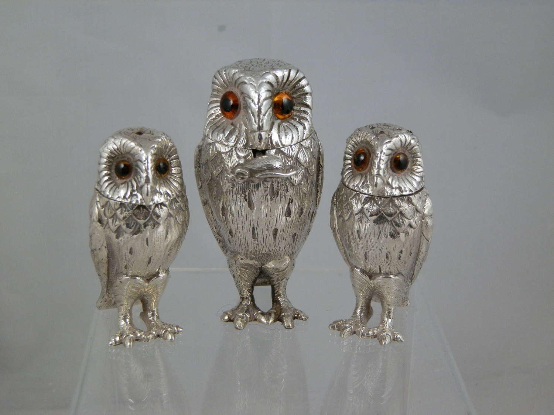 A William Comyns three piece owl condiment set. 1968