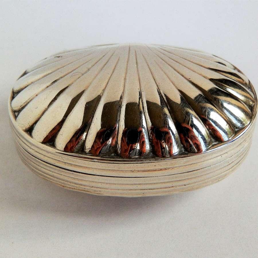 A George III clam shell silver snuff box, Joseph Wilmore, 1810
