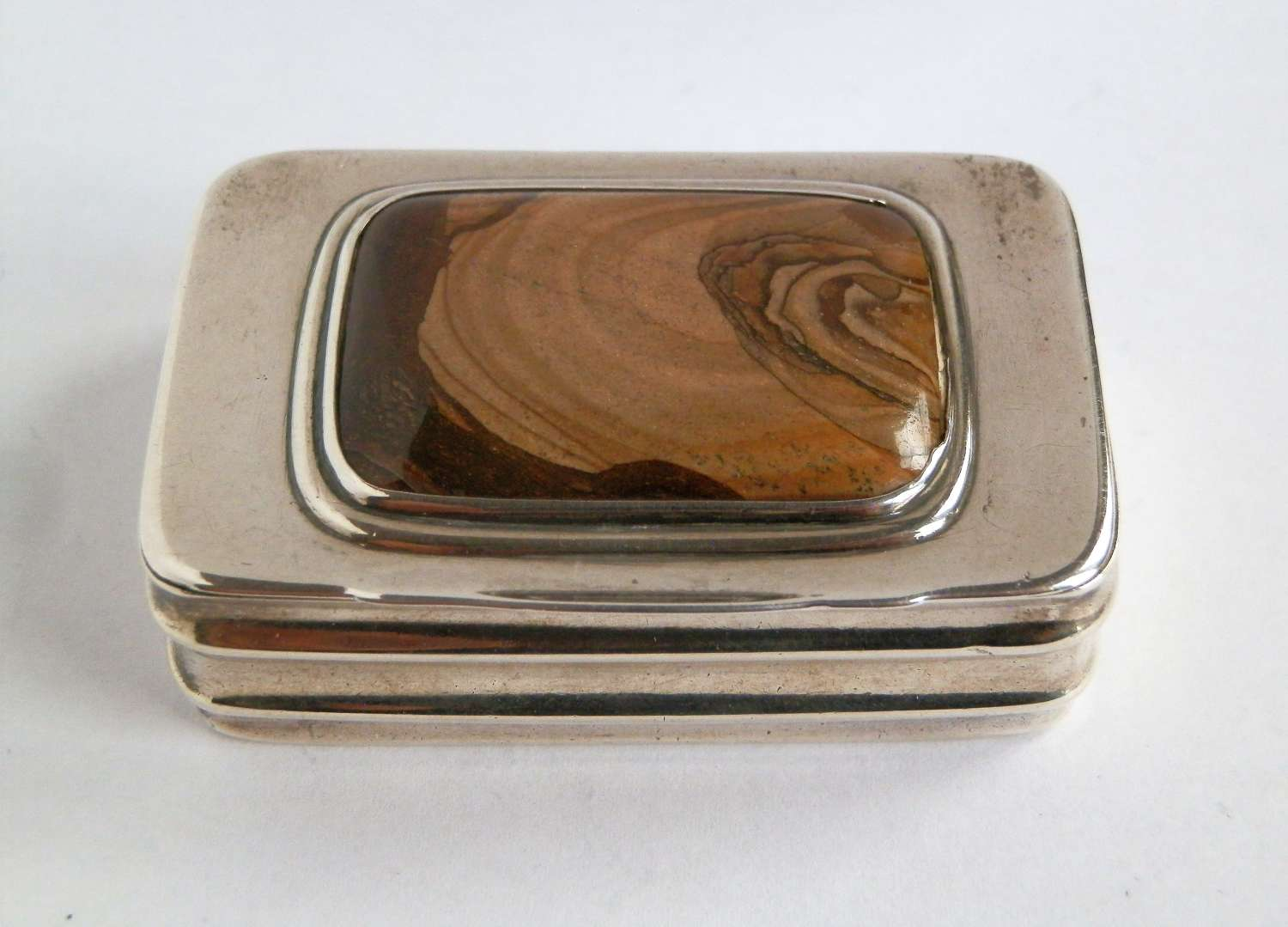 A George III silver and agate snuff box, Mathew Linwood. London 1813
