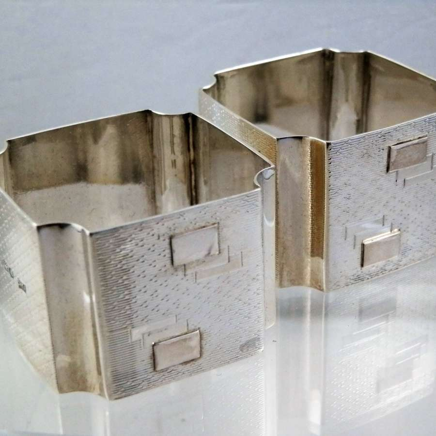 Art Deco pair of silver napkin rings, 1920