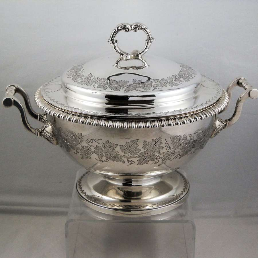 George III silver lidded tureen, London 1812