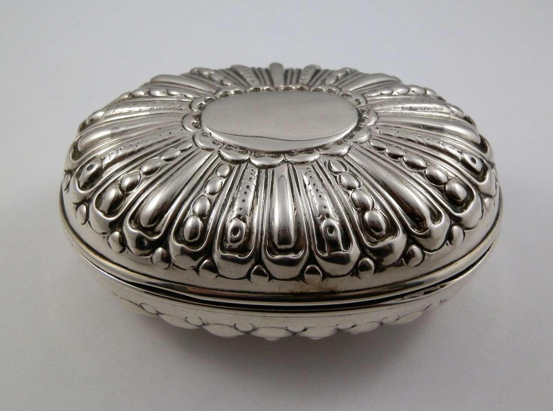 Edwardian silver soap box, William Comyns, 1902