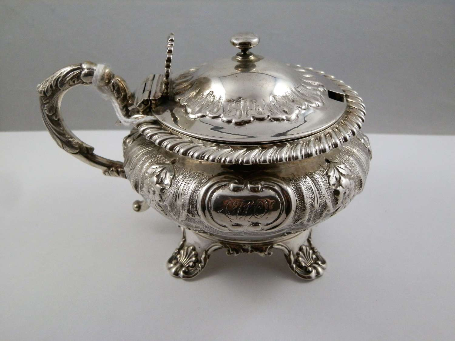 William IV silver ornate mustard pot, London 1835