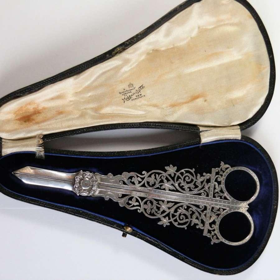 Edwardian Mappin & Webb cased silver grape scissors, Sheffield 1908