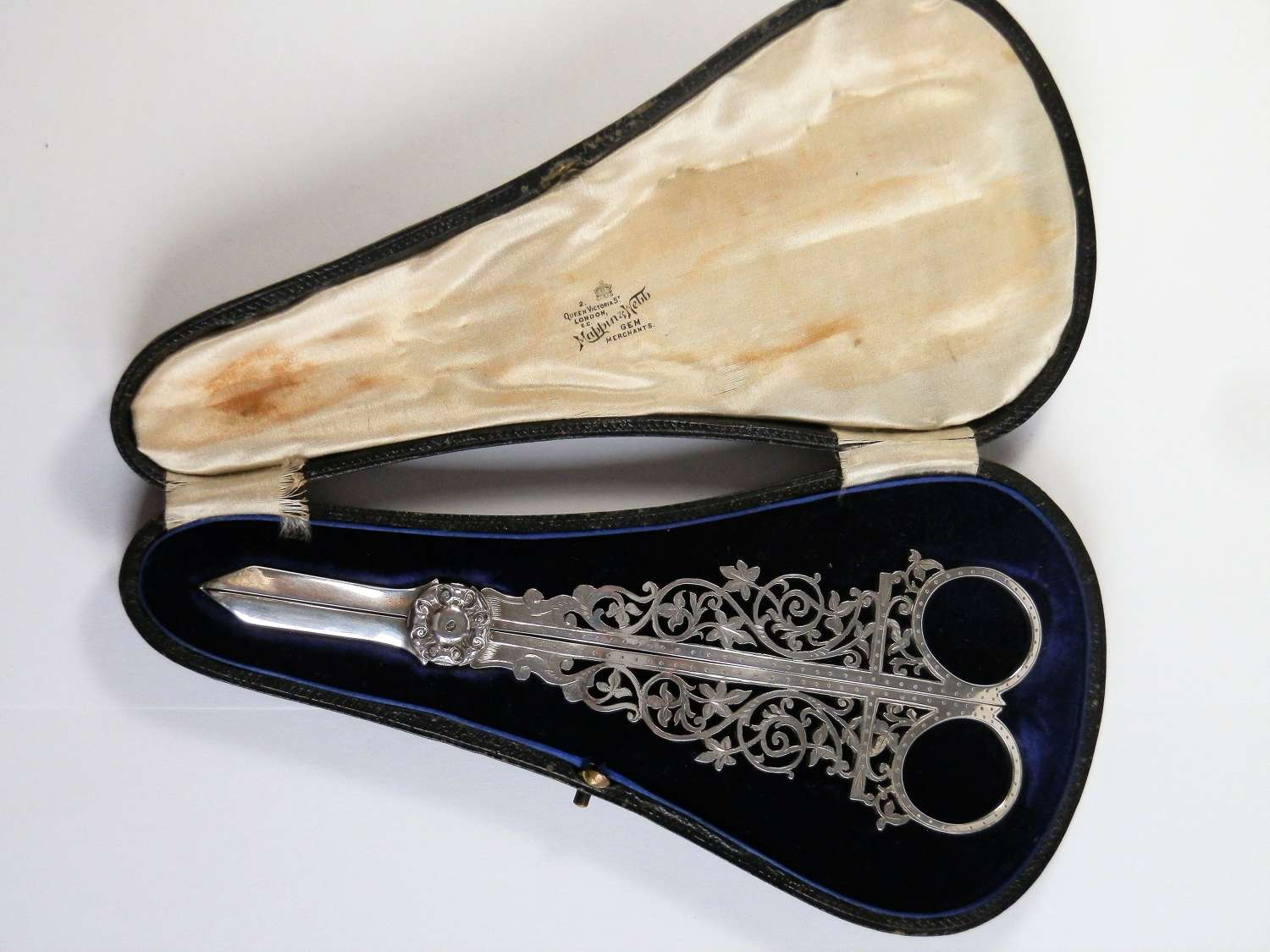 Edwardian Mappin & Webb cased silver grape scissors, Sheffield 1908