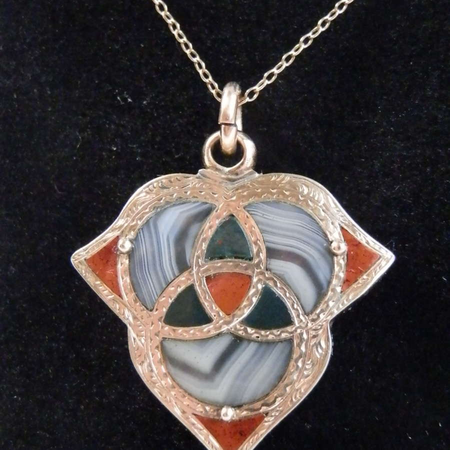 Victorian gold and agate pendant/locket. c.1880