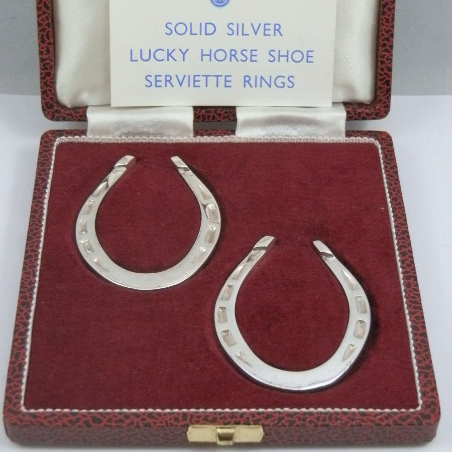 A pair of silver horseshoe napkin rings, Sheffield 1973