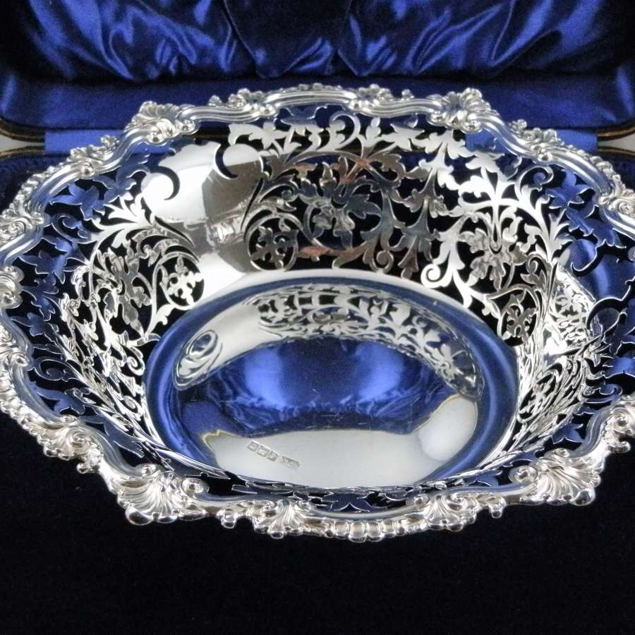 George V cased silver fruit basket, Sheffield 1914