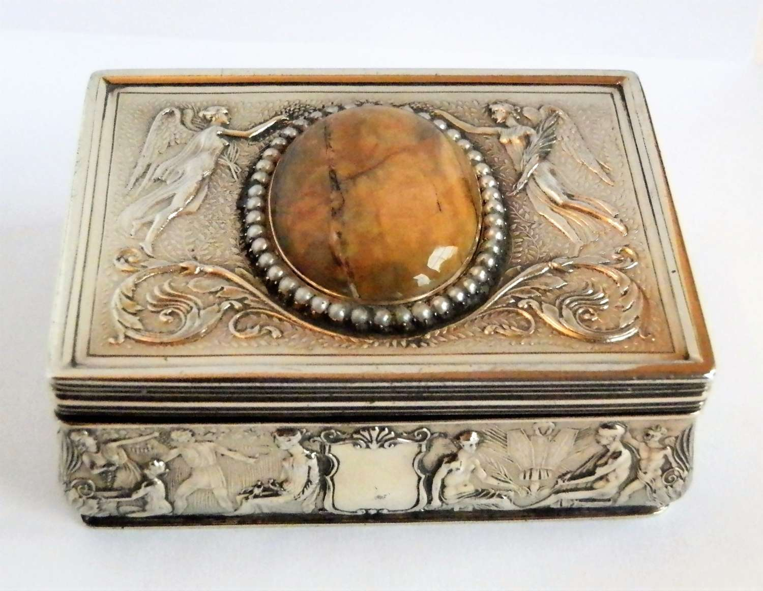 Edwardian silver gilt snuff box by Garrards, 1909
