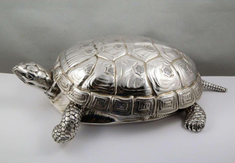 Italian silver tortoise box, by Fasano, Torino 1971