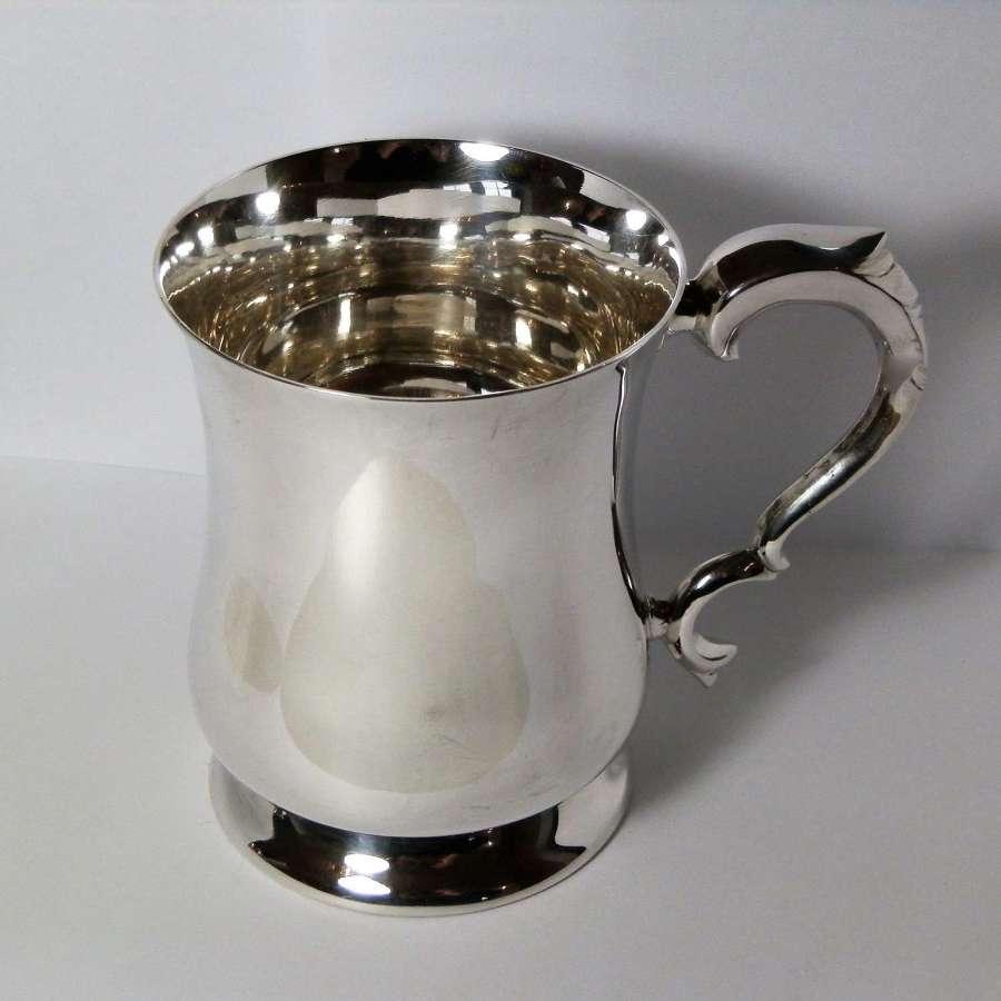 Elizabeth II silver 1 pint tankard, Sheffield 1961
