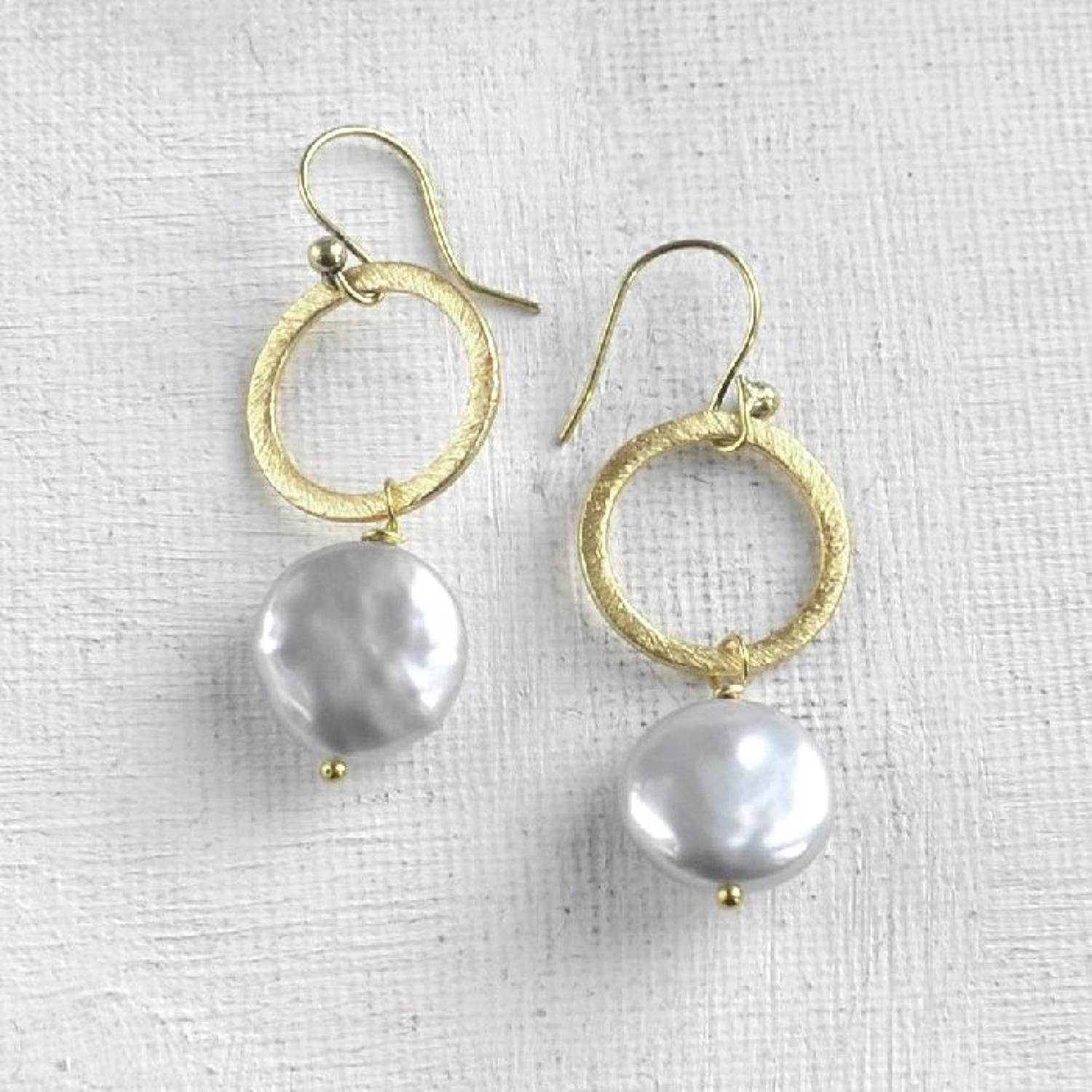 Lydia earrings with grey coin pearl