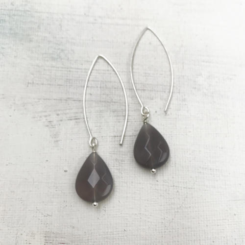 Long drop earrings grey