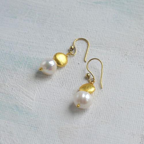 Sally earrings pearl