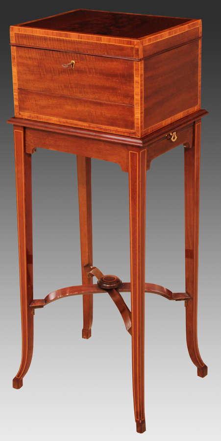 Maple and Co. Kingswood Cross-banded Edwardian Mahogany Vanity Box