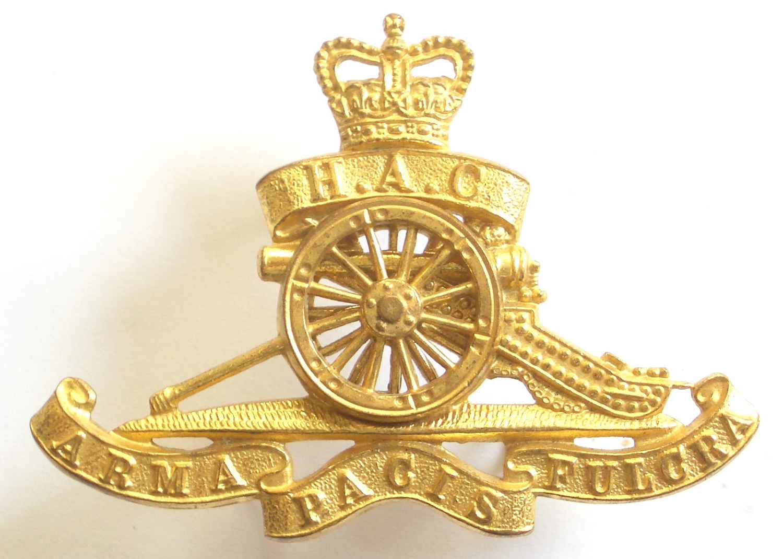 HAC EIIR Officer's gilt gun pattern cap badge
