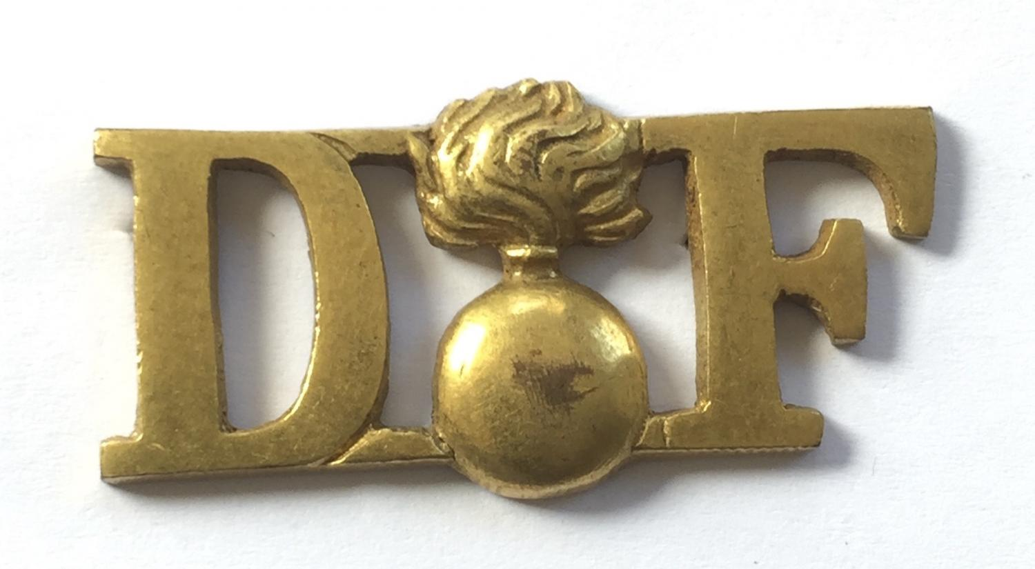 Royal Dublin Fusiliers gilt Irish shoulder title