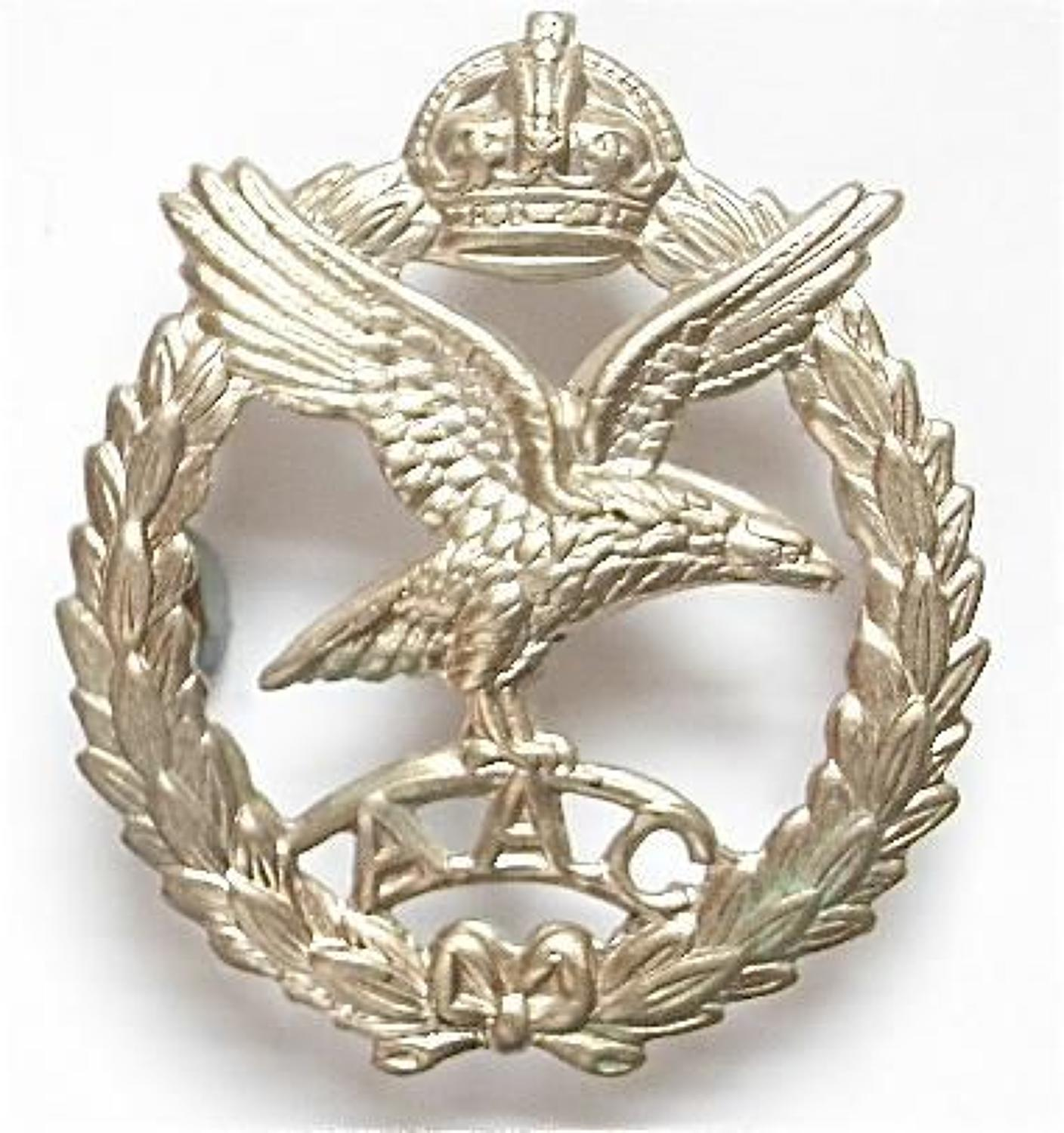 Army Air Corps WW2 OR's beret badge.